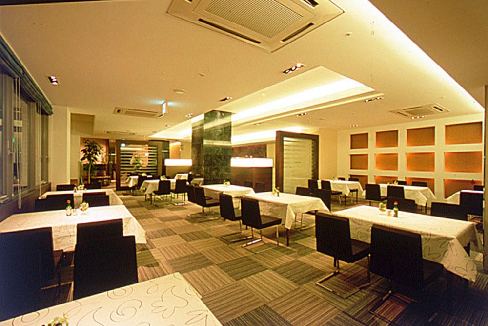 山口グランドホテル内 レストラン「アゼィリア」